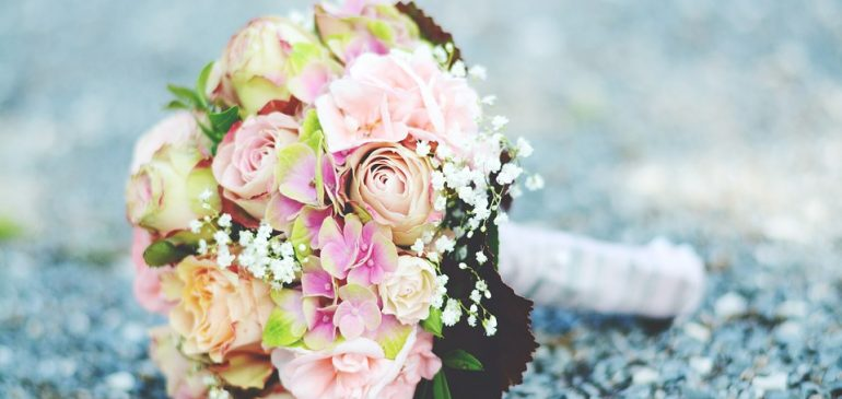 Les fleurs et les mariages : comment avoir une décoration et un bouquet originale ?