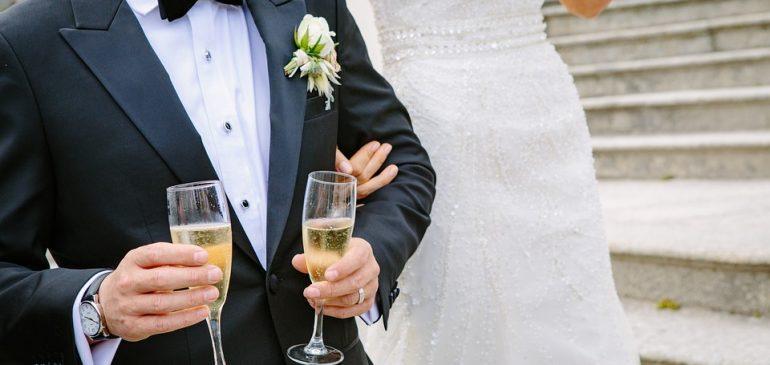 Tenues de mariage pour homme | Smoking ou costumes sur mesure ?