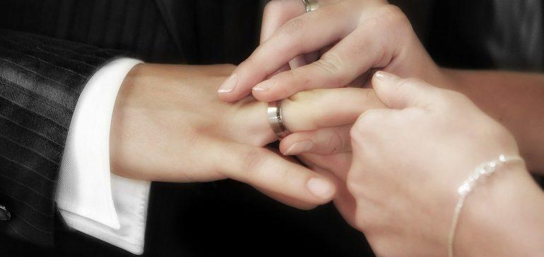 Bague de mariage : le symbole d'un amour éternel
