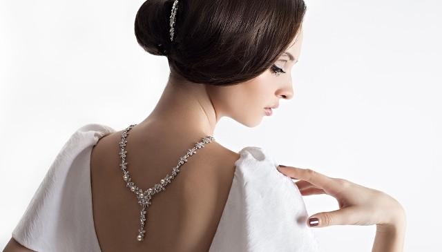 Adoptez l'accessoire tendance de la mariée en 2016 : le bijou de dos